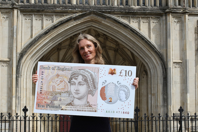 Colour photo of the unveiling of Elizabeth Fry on the £10 note